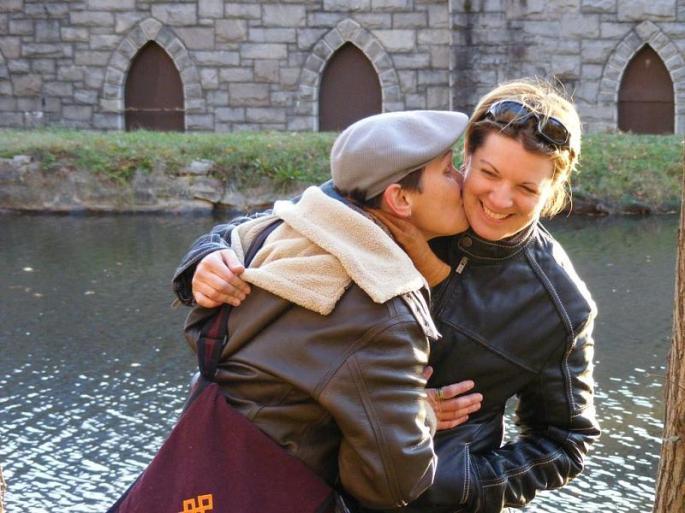 Kimbo_Kissing_Carolyn_rszd